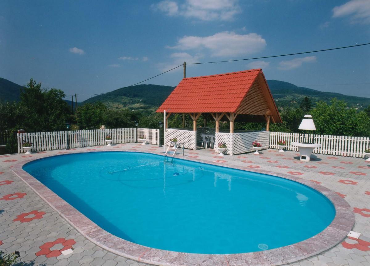Скиммерный бассейн для загородного коттеджа